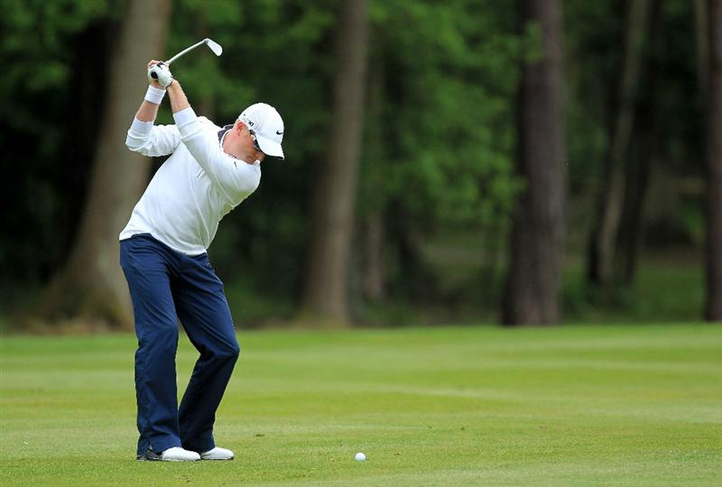 VIRGINIA WATER, ENGLAND - MAY 29:  Simon Dyson of England hits his 2nd shot on the 13th hole during the final round of the BMW PGA Championship  at the Wentworth Club on May 29, 2011 in Virginia Water, England.  (Photo by David Cannon/Getty Images)