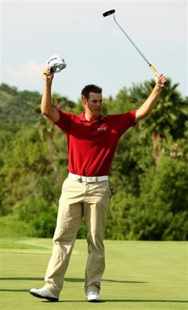 SUN CITY, SOUTH AFRICA - DECEMBER 07:  Henrik Stenson of Sweden celebrates as he holes the winning putt during the final round of the Nedbank Golf Challenge at the Gary Player Country Club on December 7, 2008 in Sun City, South Africa.  (Photo by Richard Heathcote/Getty Images)