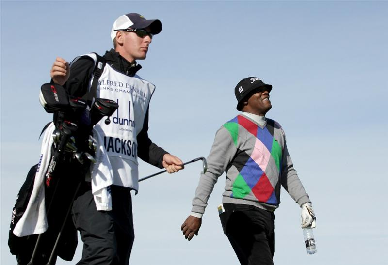 KINGSBARNS, SCOTLAND - OCTOBER 07:  Hollywood film actor Samuel L Jackson on the eighth hole during the first round of The Alfred Dunhill Links Championship at Kingsbarns Golf Links on October 7, 2010 in Kingsbarns, Scotland.  (Photo by Andrew Redington/Getty Images)