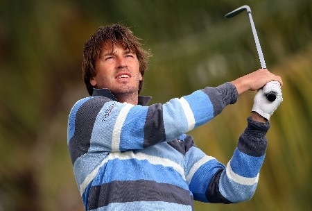 DUBAI, UNITED ARAB EMIRATES - FEBRUARY 01:  Robert Jan Derksen of Holland tees off on the fourth hole during the second round of the Dubai Desert Classic on the Majilis course at Emirates Golf Club on February 1, 2008 in Dubai, United Arab Emirates.  (Photo by Andrew Redington/Getty Images)