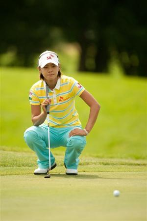 SPRINGFIELD, IL - JUNE 11: Na Yeon Choi of South Korea lines up a putt during the second round of the LPGA State Farm Classic at Panther Creek Country Club on June 11, 2010 in Springfield, Illinois. (Photo by Darren Carroll/Getty Images)