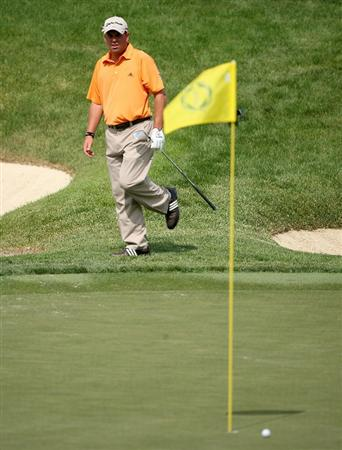 DUBLIN, OH - JUNE 06:  Matt Bettencourt watches his fourth shot fall short on the 14th hole during the third round of the Memorial Tournament on June 6, 2009 at the Muirfield Village Golf Club in Dublin, Ohio.  (Photo by Andy Lyons/Getty Images)