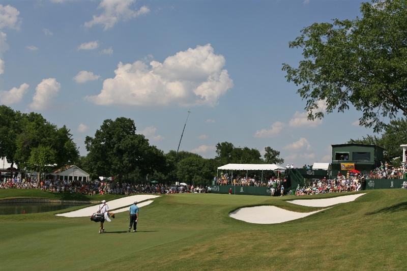 FT. WORTH, TX - MAY 31: Justin Leonard walks to the 18th green during the final round of the Crowne Plaza Invitational at Colonial Country Club on May 31, 2009 in Ft. Worth, Texas. (Photo by Hunter Martin/Getty Images)