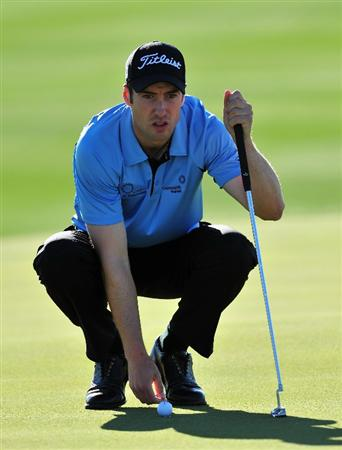 MARANA, AZ - FEBRUARY 28:  Ross Fisher of England lines up his putt on the fifth hole during the quarter final round of Accenture Match Play Championships at Ritz - Carlton Golf Club at Dove Mountain on February 28, 2009 in Marana, Arizona.  (Photo by Stuart Franklin/Getty Images)