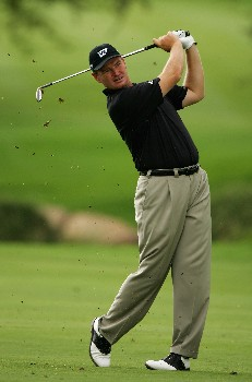 MALELANE, SOUTH AFRICA - DECEMBER 06:  Ernie Els of South Africa plays his second shot into the ninth green during the first round of The Alfred Dunhill Championship at The Leopard Creek Country Club on December 6, 2007 in Malelane, South Africa.  (Photo by Warren Little/Getty Images)