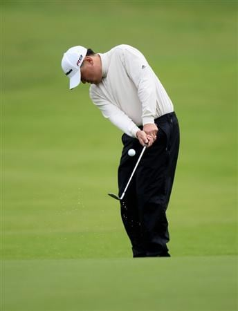 PACIFIC PALISADES, CA - FEBRUARY 06:  Charlie Wi of South Korea chips onto the 15th green during the continuation of the second round of the Northern Trust Open at Riviera Country Club on February 6, 2010 in Pacific Palisades, California.  (Photo by Stephen Dunn/Getty Images)