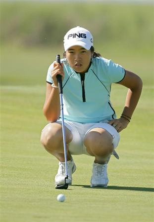 GALLOWAY, NJ - JUNE 18:  Yoo Kyeong Kim of South Korea lines up a putt during the first round of the ShopRite LPGA Classic held at Dolce Seaview Resort (Bay Course) on June 18, 2010 in Galloway, New Jersey.  (Photo by Michael Cohen/Getty Images)