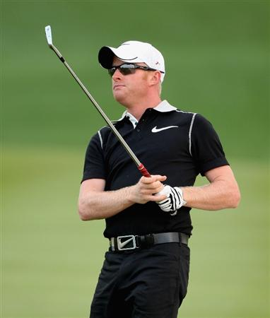ABU DHABI, UNITED ARAB EMIRATES - JANUARY 15:  Simon Dyson of England watches his second shot on the first hole during the first round of The Abu Dhabi Golf Championship at Abu Dhabi Golf Club on January 15, 2009 in Abu Dhabi, United Arab Emirates.  (Photo by Andrew Redington/Getty Images)