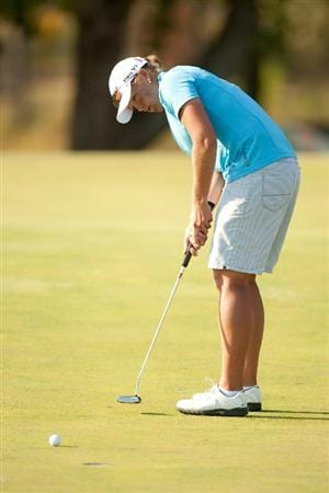 PRATTVILLE, AL - OCTOBER 10: Katherine Hull of Australia putts during the final round of the Navistar LPGA Classic at the Senator Course at the Robert Trent Jones Golf Trail on October 10, 2010 in Prattville, Alabama. (Photo by Darren Carroll/Getty Images)