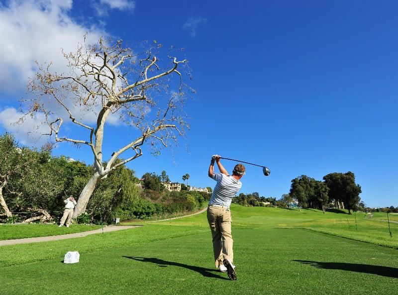LOS ANGELES, CA - FEBRUARY 18:  Luke Donald of England plays his tee shot during practice for the Northern Trust Open at the Riviera Country Club February 18, 2009 in Pacific Palisades, California.  (Photo by Stuart Franklin/Getty Images)