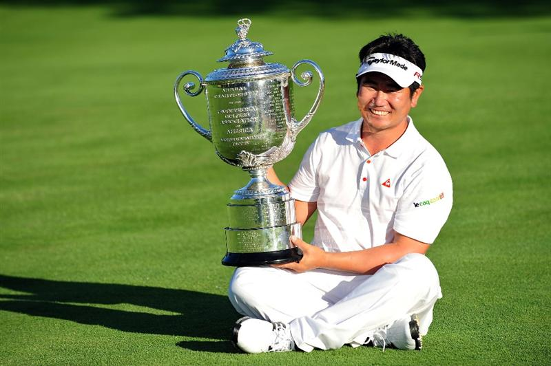 CHASKA, MN - AUGUST 16:  Y.E. Yang of South Korea poses with the Wanamaker Trophy after his three-stroke victory at the 91st PGA Championship at Hazeltine National Golf Club on August 16, 2009 in Chaska, Minnesota.  (Photo by Stuart Franklin/Getty Images)