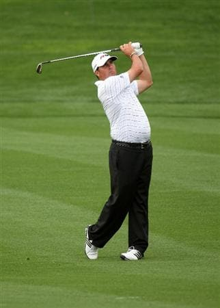 LA QUINTA, CA - JANUARY 21:  Pat Perez hits his third shot on the sixth hole on the Palmer Private Course at PGA West during the first round of the Bob Hope Chrysler Classic on January 21, 2009 in La Quinta, California.  (Photo by Stephen Dunn/Getty Images)