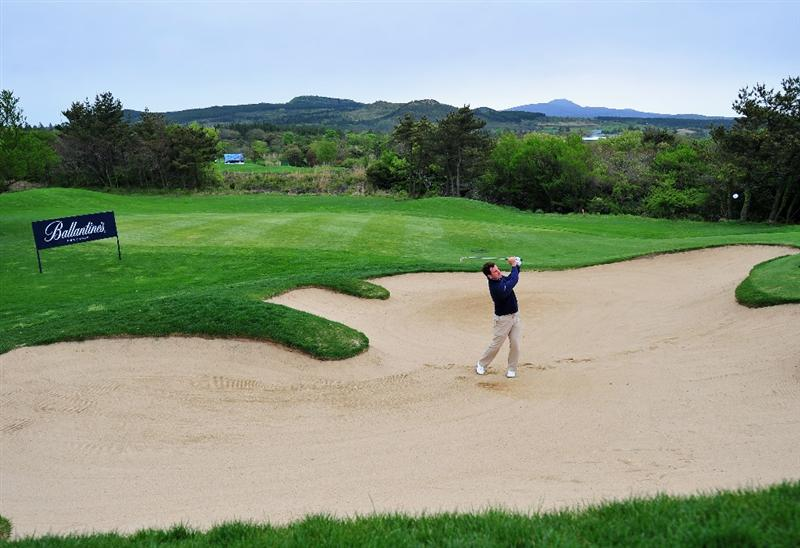 JEJU, SOUTH KOREA - APRIL 24:  Gonzalo Fernandez - Castano of Spain plays his bunker shot on the 14th hole during the second round of the Ballantine's Championship at Pinx Golf Club on April 24, 2009 in Jeju, South Korea.  (Photo by Stuart Franklin/Getty Images)