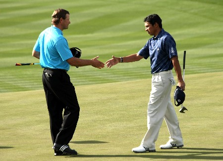 MARANA, AZ - FEBRUARY 20:  Andres Romero of Argentina (R) shakes hands with Retief Goosen of South Africa on the 17th green after Romero won thier match 2 up during the first round matches of the WGC-Accenture Match Play Championship at The Gallery at Dove Mountain on February 20, 2008 in Marana, Arizona.  (Photo by Stephen Dunn/Getty Images)