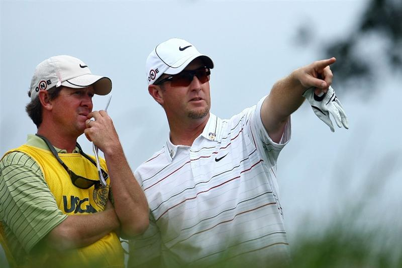 FARMINGDALE, NY - JUNE 22:  David Duval (R) talks with caddie Jeff Weber on the sixth tee during the continuation of the final round of the 109th U.S. Open on the Black Course at Bethpage State Park on June 22, 2009 in Farmingdale, New York.  (Photo by Chris McGrath/Getty Images)