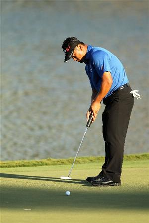 PONTE VEDRA BEACH, FL - MAY 15:  K.J. Choi of South Korea putt to make birdie on the 17th hole during the final round of THE PLAYERS Championship held at THE PLAYERS Stadium course at TPC Sawgrass on May 15, 2011 in Ponte Vedra Beach, Florida.  (Photo by Mike Ehrmann/Getty Images)