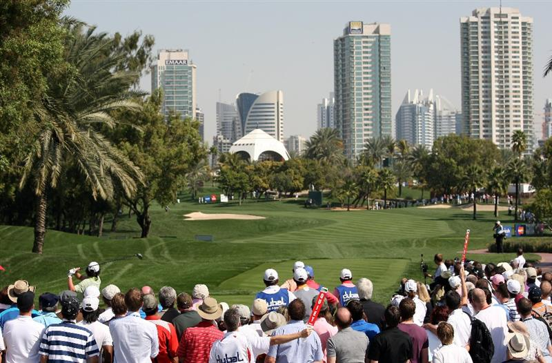 DUBAI, UNITED ARAB EMIRATES - FEBRUARY 01:  Rory McIlroy of Northern Ireland tees off on the par four 1st hole during the of final round of the Dubai Desert Classic played on the Majlis Course on February 1, 2009 in Dubai,United Arab Emirates.  (Photo by Ross Kinnaird/Getty Images)