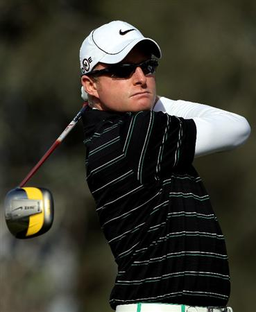DOHA, QATAR - JANUARY 28:  Simon Dyson of England hits his tee-shot on the 15th hole during the first round of the Commercialbank Qatar Masters at Doha Golf Club on January 28, 2010 in Doha, Qatar.  (Photo by Andrew Redington/Getty Images)