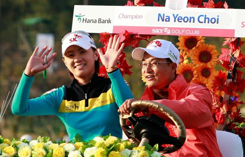 INCHEON, SOUTH KOREA - OCTOBER 31:  Choi Na-Yeon of South Korea waves hand to the fans during the award ceremony of the final round of the 2010 LPGA Hana Bank Championship at Sky 72 Golf Club on October 31, 2010 in Incheon, South Korea.  (Photo by Chung Sung-Jun/Getty Images)