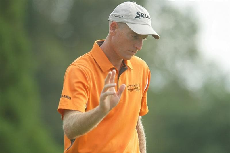 ATLANTA - SEPTEMBER 24:  Jim Furyk waves to the gallery after a birdie on the 14th hole during the second round of THE TOUR Championship presented by Coca-Cola at East Lake Golf Club on September 24, 2010 in Atlanta, Georgia.  (Photo by Scott Halleran/Getty Images)