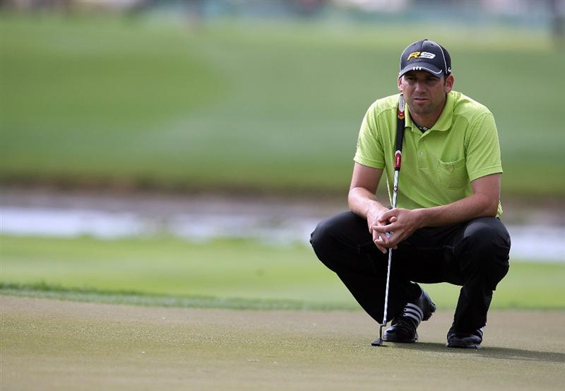 PALM BEACH GARDENS, FL - MARCH 05:  Sergio Garcia prepares for a birdie putt on the eighth hole during the first round of The Honda Classic at PGA National Resort and Spa on March 5, 2009 in Palm Beach Gardens, Florida.  (Photo by Doug Benc/Getty Images)