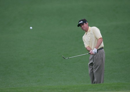 Mark Hensby chips up onto the green during the second round of the 2005 Masters at Augusta National Golf Club in  Augusta, GA, April 9, 2005.