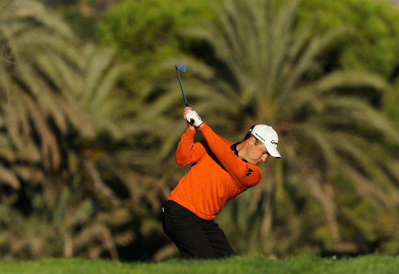 CASTELLON DE LA PLANA, SPAIN - OCTOBER 22:  Simon Khan of England plays his approach shot on the 13th hole during the second round of the Castello Masters Costa Azahar at the Club de Campo del Mediterraneo on October 22, 2010 in Castellon de la Plana, Spain.  (Photo by Stuart Franklin/Getty Images)