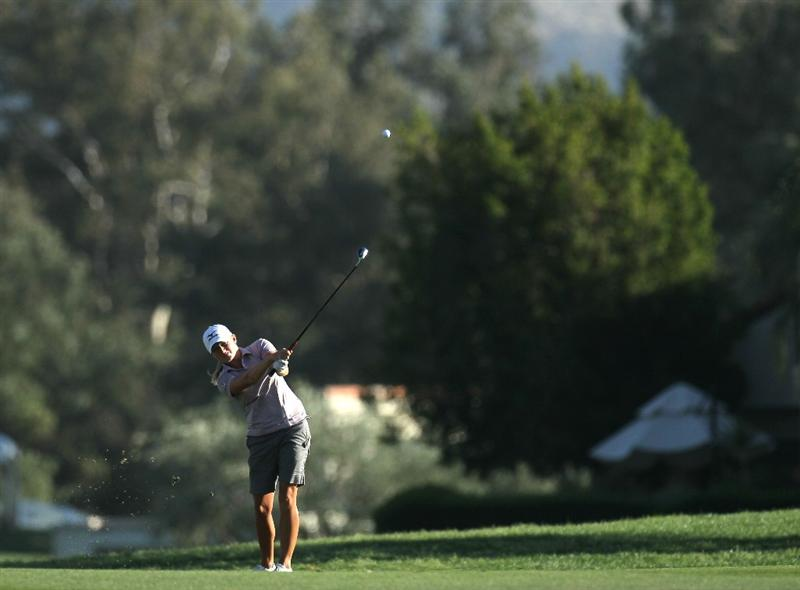 RANCHO MIRAGE, CA - APRIL 03:  Stacy Lewis hits to the green on the 18th hole during the final round of the Kraft Nabisco Championship at Mission Hills Country Club on April 3, 2011 in Rancho Mirage, California.  (Photo by Stephen Dunn/Getty Images)
