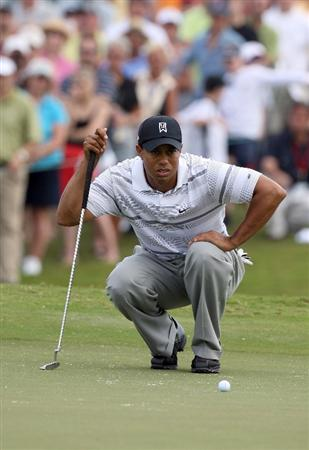 DORAL, FL - MARCH 12: Tiger Woods of the USA lines up an eagle attempt at the 1st hole during the first round of the World Golf Championships-CA Championship at the Doral Golf Resort & Spa on March 12, 2009 in Miami, Florida  (Photo by David Cannon/Getty Images)