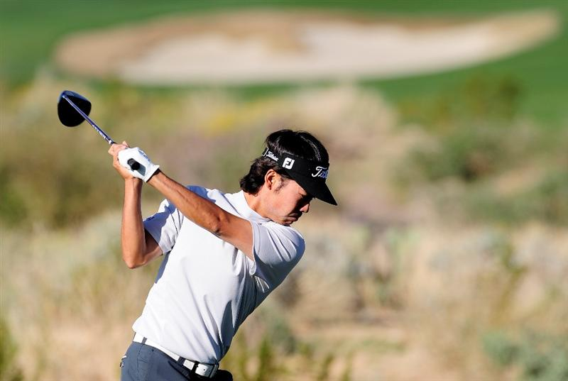 MARANA, AZ - FEBRUARY 17:  Kevin Na plays his tee shot on the second hole during round one of the Accenture Match Play Championship at the Ritz-Carlton Golf Club on February 17, 2010 in Marana, Arizona.  (Photo by Stuart Franklin/Getty Images)
