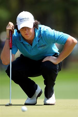AUGUSTA, GA - APRIL 09:  Rory McIlroy of Northern Ireland lines up a putt on the first green during the first round of the 2009 Masters Tournament at Augusta National Golf Club on April 9, 2009 in Augusta, Georgia.  (Photo by Andrew Redington/Getty Images)