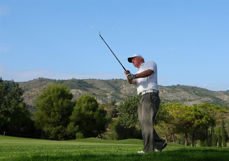 CASTELLO, SPAIN - OCTOBER 25:  Richard Finch of England plays his approach shot on the 15th hole during the third round of the Castello Masters Costa Azahar at the Club de Campo del Mediterraneo on October 25, 2008 in Castello, Spain.  (Photo by Stuart Franklin/Getty Images)