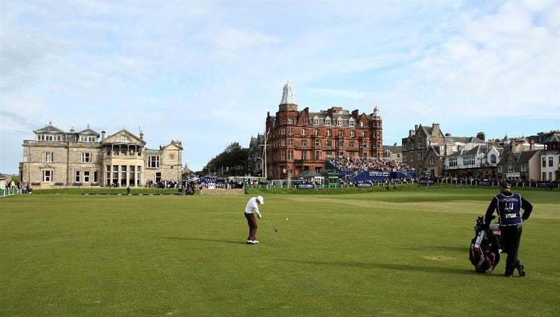 ST ANDREWS, SCOTLAND - OCTOBER 05:  Simon Dyson of England plays his second shot to the 18th green during the final round of The Alfred Dunhill Links Championship at The Old Course on October 5, 2009 in St.Andrews, Scotland. (Photo by David Cannon/Getty Images)