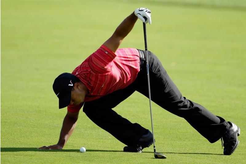 CHASKA, MN - AUGUST 16:  Tiger Woods looks at his ball on the fairway of the 15th hole during the final round of the 91st PGA Championship at Hazeltine National Golf Club on August 16, 2009 in Chaska, Minnesota.  (Photo by Jamie Squire/Getty Images)