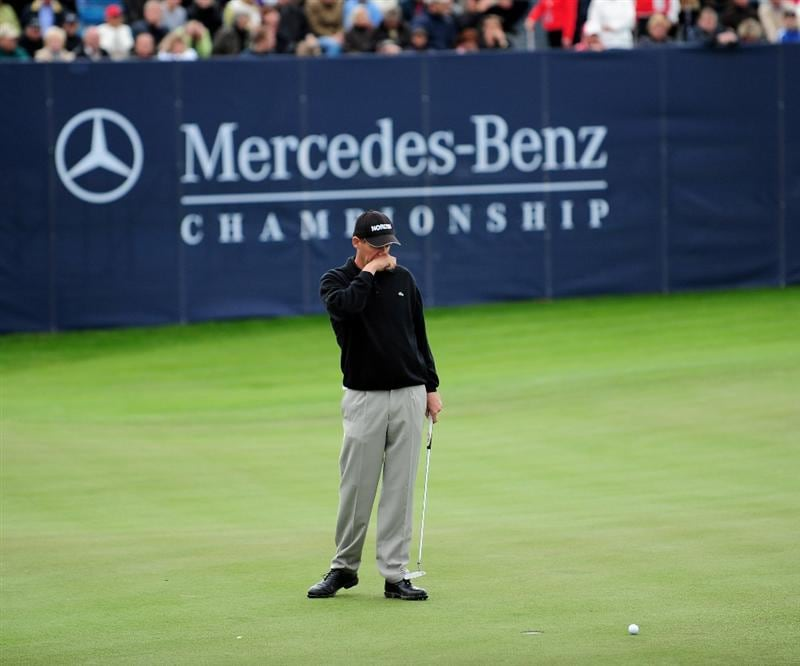COLOGNE, GERMANY - SEPTEMBER 13:  Anders Hansen of Denmark reacts to his missed putt on the 18th hole during the playoff against James Kingston of South Africa during the final round of the Mercedes-Benz Championship at the Gut Larchenhof Golf Club on September 13, 2009 in Cologne, Germany.  (Photo by Stuart Franklin/Getty Images)