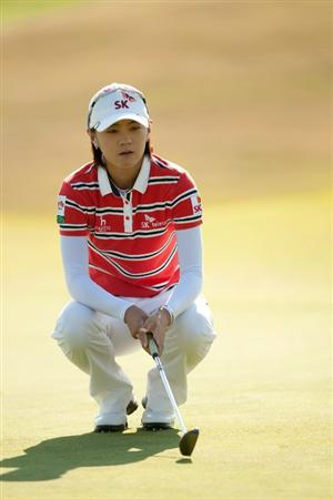 PRATTVILLE, AL - OCTOBER 10: Na Yeon Choi of South Korea lines up a putt during the final round of the Navistar LPGA Classic at the Senator Course at the Robert Trent Jones Golf Trail on October 10, 2010 in Prattville, Alabama. (Photo by Darren Carroll/Getty Images)