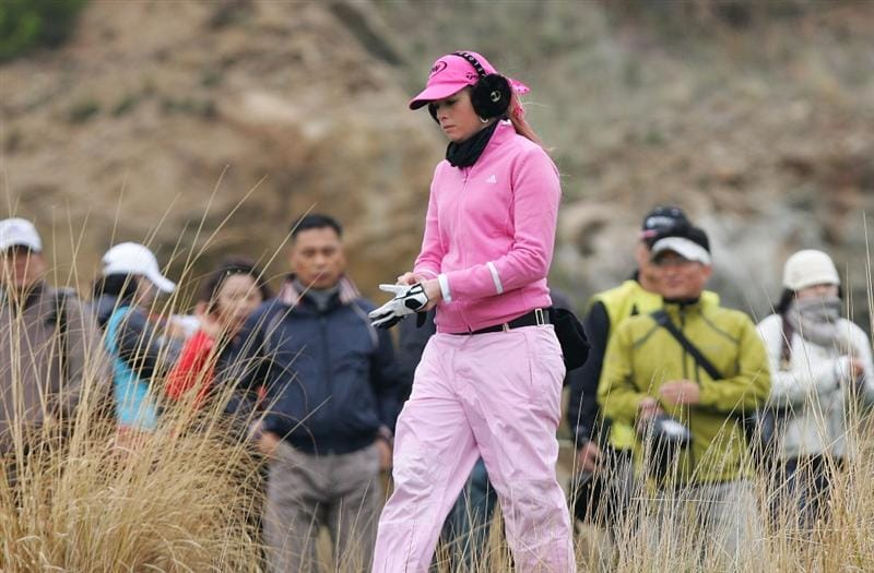 INCHEON, SOUTH KOREA - NOVEMBER 01:  Paula Creamer of United States on the the 3th hole during final round of Hana Bank Kolon Championship at Sky 72 Golf Club on November 1, 2009 in Incheon, South Korea.  (Photo by Chung Sung-Jun/Getty Images)