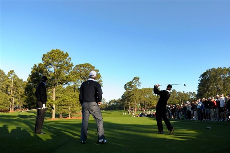 AUGUSTA, GA - APRIL 06:  Kevin Streelman hits a shot as Phil Mickelson and Fred Couples look on during a practice round prior to the 2011 Masters Tournament at Augusta National Golf Club on April 6, 2011 in Augusta, Georgia.  (Photo by Harry How/Getty Images)