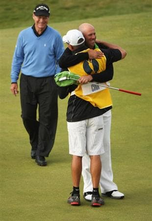 TURNBERRY, SCOTLAND - JULY 19:  Stewart Cink of USA celebrates defeating Tom Watson of USA in a play off on the 18th green with caddy Frank Williams following the final round of the 138th Open Championship on the Ailsa Course, Turnberry Golf Club on July 19, 2009 in Turnberry, Scotland.  (Photo by Warren Little/Getty Images)
