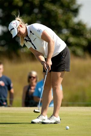 PRATTVILLE, AL - OCTOBER 10: Brittany Lincicome putts during the final round of the Navistar LPGA Classic at the Senator Course at the Robert Trent Jones Golf Trail on October 10, 2010 in Prattville, Alabama. (Photo by Darren Carroll/Getty Images)