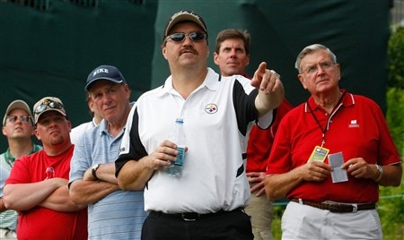 CROMWELL, CT - JUNE 19:  Fans watch the flight of a drive during the first round of the Travelers Championship held at TPC River Highlands on June  19, 2008 in Cromwell, Connecticut. (Photo by Jim Rogash/Getty Images)