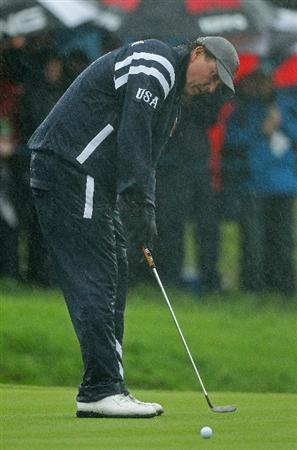 NEWPORT, WALES - OCTOBER 01:  Phil Mickelson of the USA putts as rain falls during the Morning Fourball Matches during the 2010 Ryder Cup at the Celtic Manor Resort on October 1, 2010 in Newport, Wales.  (Photo by Ross Kinnaird/Getty Images)