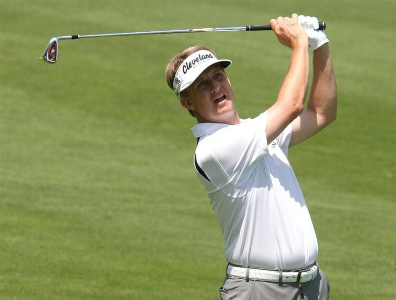 CROMWELL, CT - JUNE 28: David Toms makes an approach shot on the 1st fairway during the final round of the 2009 Travelers Championship at TPC River Highlands on June 28, 2009 in Cromwell, Connecticut. (Photo by Jim Rogash/Getty Images)