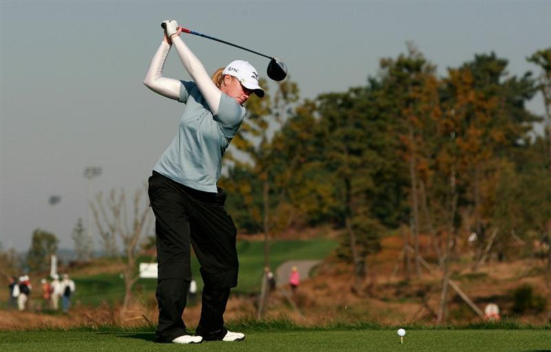 INCHEON, SOUTH KOREA - OCTOBER 30:  Stacy Lewis of United States hits a tee shot on the second hole during the 2010 LPGA Hana Bank Championship at Sky 72 Golf Club on October 30, 2010 in Incheon, South Korea.  (Photo by Chung Sung-Jun/Getty Images)