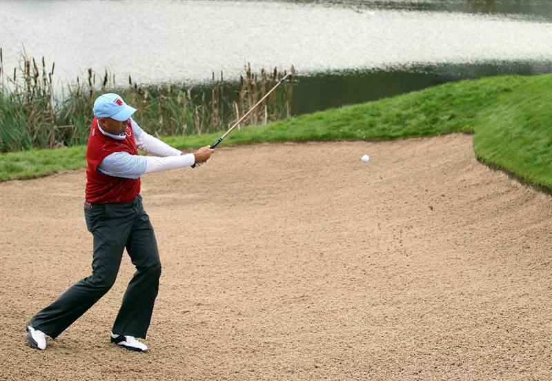 NEWPORT, WALES - OCTOBER 03:   Stewart Cink of the USA hits from a bunker on the 6th hole during the  Fourball & Foursome Matches during the 2010 Ryder Cup at the Celtic Manor Resort on October 3, 2010 in Newport, Wales. (Photo by Andy Lyons/Getty Images)