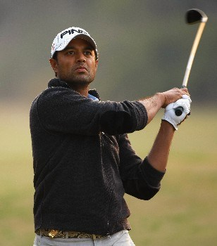 NEW DELHI, INDIA - FEBRUARY 08:  Arjun Atwal of India plays his approach shot on the 18th hole during the second round of the Emaar-MGF Indian Masters at the Delhi Golf Club on February 8, 2008 in Delhi, India.  (Photo by Stuart Franklin/Getty Images)