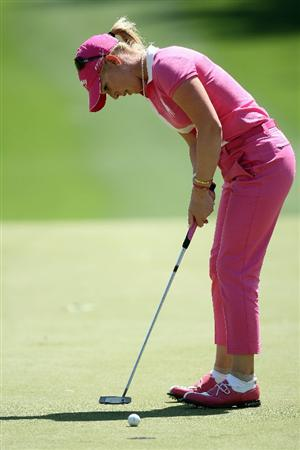 RANCHO MIRAGE, CA - APRIL 03:  Morgan Pressel of the USA putts at the 7th hole during the second round of the 2009 Kraft Nabisco Championship, at the Mission Hills Country Club on April 3, 2009 in Rancho Mirage, California  (Photo by David Cannon/Getty Images)