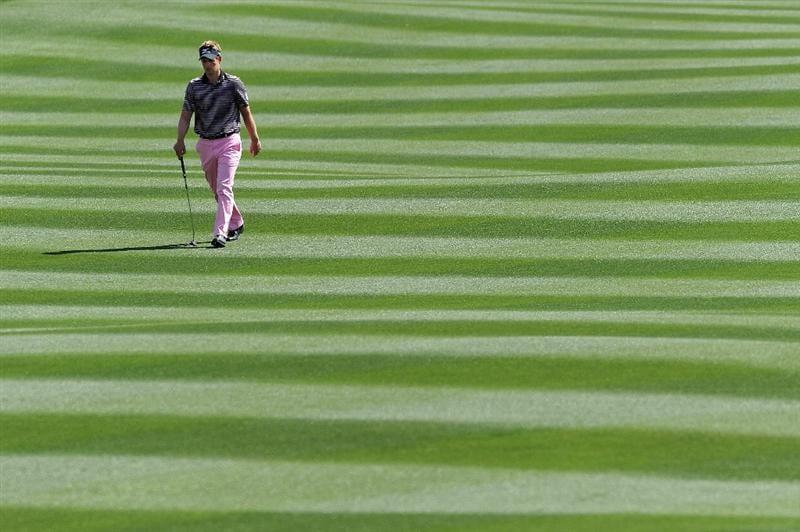 MARANA, AZ - FEBRUARY 24:  Luke Donald of England walks during the second round of the Accenture Match Play Championship at the Ritz-Carlton Golf Club on February 24, 2011 in Marana, Arizona.  (Photo by Stuart Franklin/Getty Images)