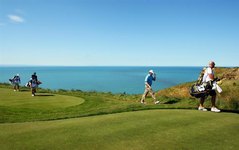 NAPIER, NEW ZEALAND - OCTOBER 28:  Brandt Snedeker of the USA walks away from the 13th tee during The Kiwi Challenge at Cape Kidnappers on October 28, 2008 in Napier, New Zealand.  (Photo by Phil Walter/Getty Images)