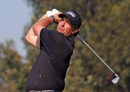 PACIFIC PALISADES, CA - FEBRUARY 17:  Phil Mickelson  hits his second shot on the 15th hole during the final round of the Northern Trust Open on February 17, 2008 at Riviera Country Club in Pacific Palisades, California.  Mickelson won at 12 under par for the tournament and a two stroke victory.  (Photo by Stephen Dunn/Getty Images)